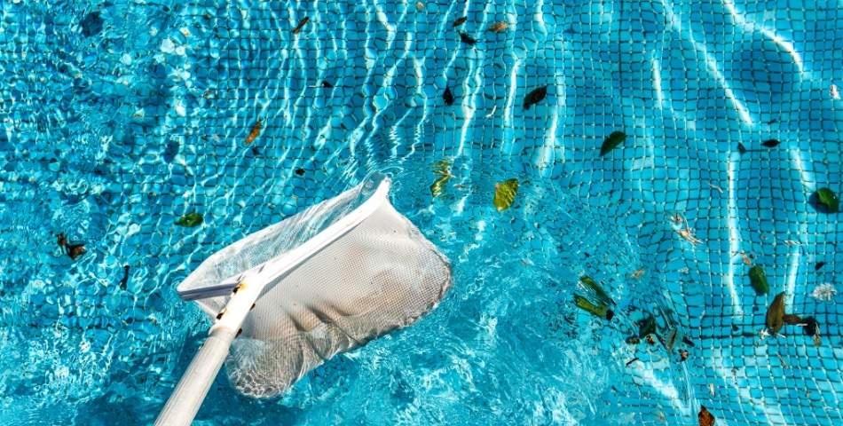 4 étapes pour nettoyer votre piscine efficacement à l'arrivée du Printemps